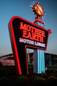 CapitalSignSolutions-MotherEarthMotorLodge-3