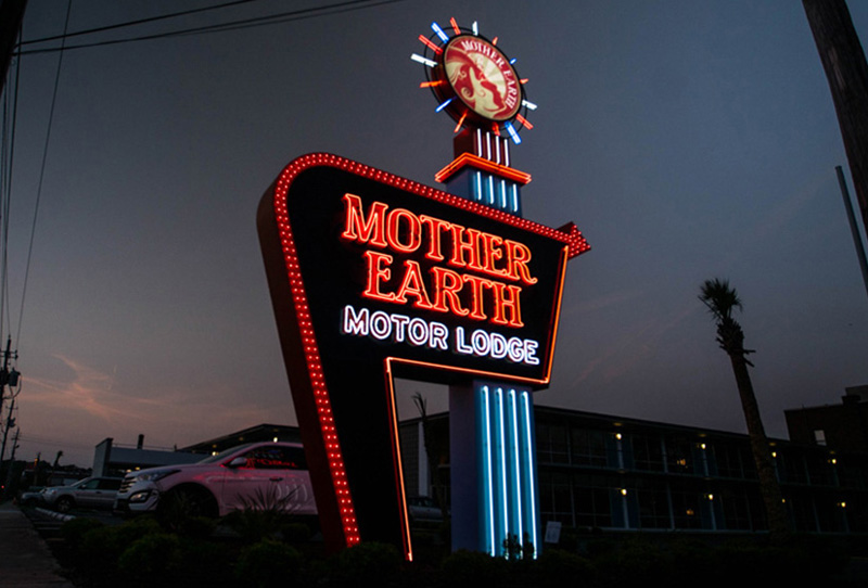 CapitalSignSolutions-MotherEarthMotorLodge-082418-FirstImage