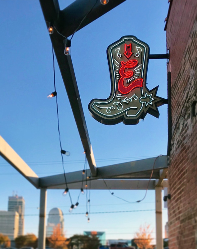 Capital Sign Solutions - Earl's Winston-Salem blade sign